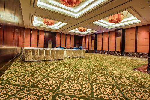 Mixing Work & Pleasure in Ritz Carlton Hotel